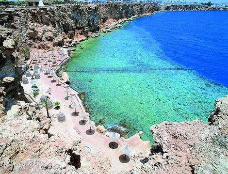 Dreams Beach Resort скала