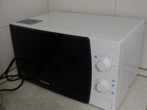 Микроволновая печь Samsung ME711KR внешний вид